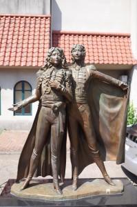 オスカルとアンドレも軍服姿がデフォルトです