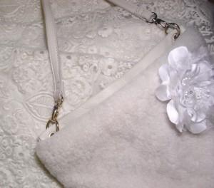 白装束のアイテム一例(ちなみにこのお花はファンクラブから支給されたお揃いのもの)