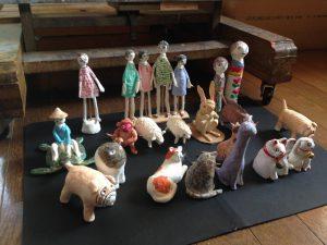出番をまつ人形たち